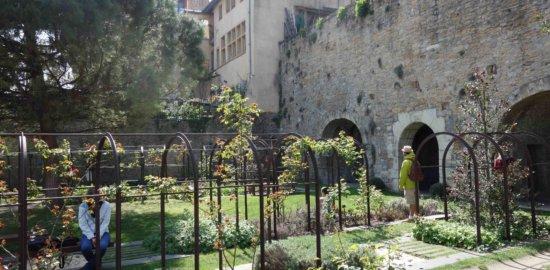 リヨン旧市街のガダーニュ通り Gadagne