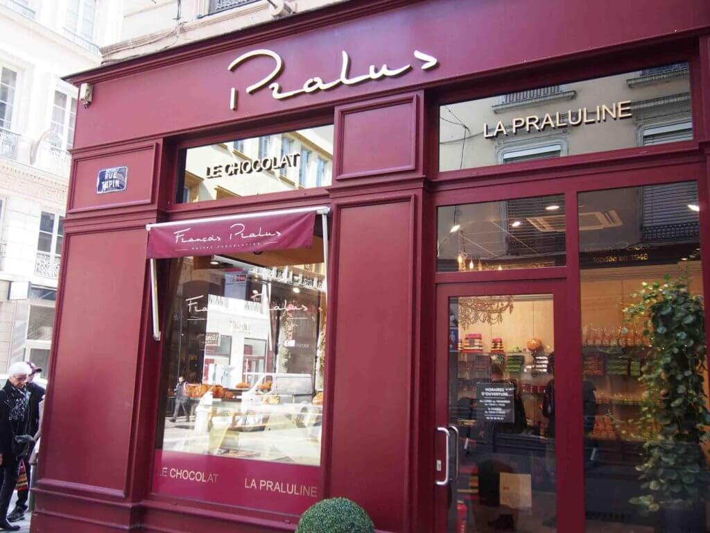 プラリュ[Pralus]名物菓子プラリネブリオッシュで行列のできる店