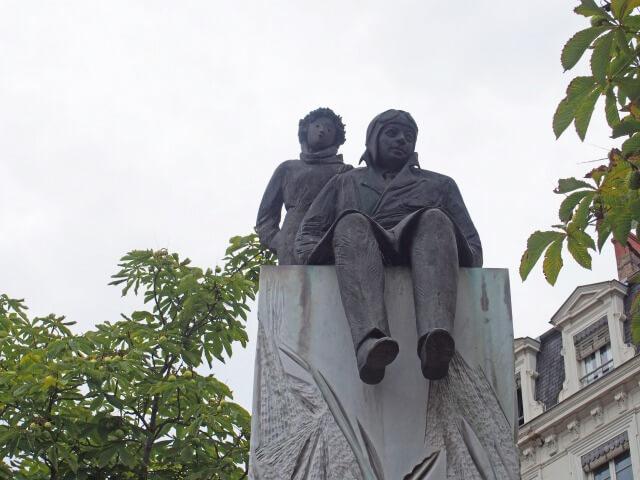 ベルクール広場にある星の王子様像