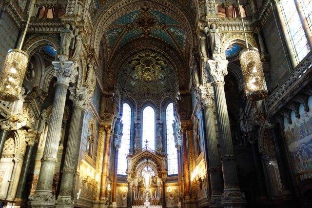 リヨンのフルヴィエール・ノートルダム大聖堂の内部