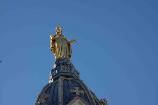 リヨンのフルヴィエール・ノートルダム大聖堂のマリア像