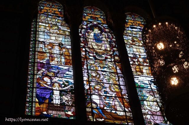 フルヴィエール・ノートルダム大聖堂のステンドグラス
