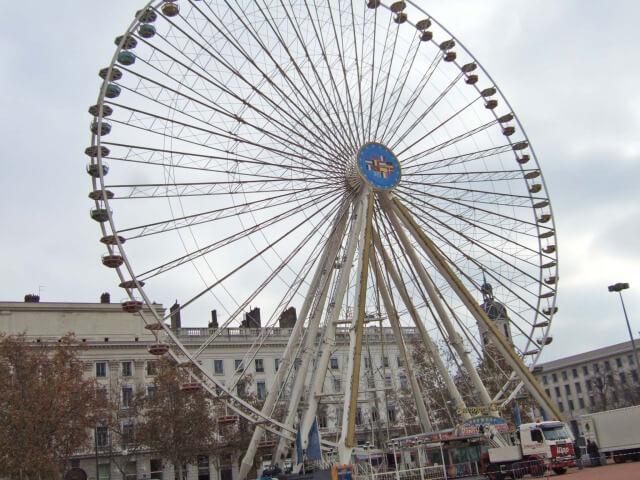 ベルクール広場の観覧車