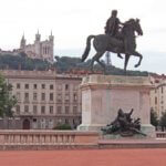 ベルクール広場の像